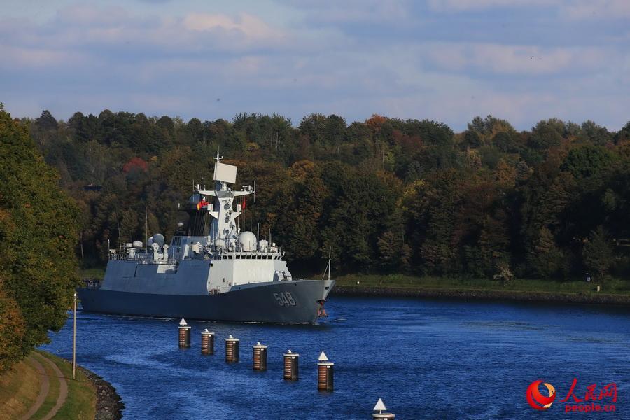 中国海军舰艇首次通过基尔运河