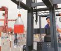 深圳举办港口领域技能大赛        来自全市港口装卸行业的上百名叉车司机和龙门吊司机同场比拼技能。
