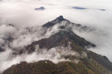 云雾缭绕南宫山