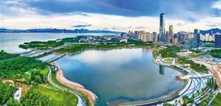 """深圳着力提升市民获得感幸福感        深圳在追求发展的速度、锐度之后,更加注重城市发展的宽度、厚度和""""暖""""度。"""