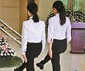 探访深圳市殡仪馆殡葬师        礼仪部绝大部分都是80后、90后,时刻保持身形笔直是必修课。