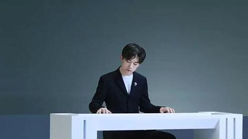 易烊千玺演唱《丹青千里》 对话《千里江山图